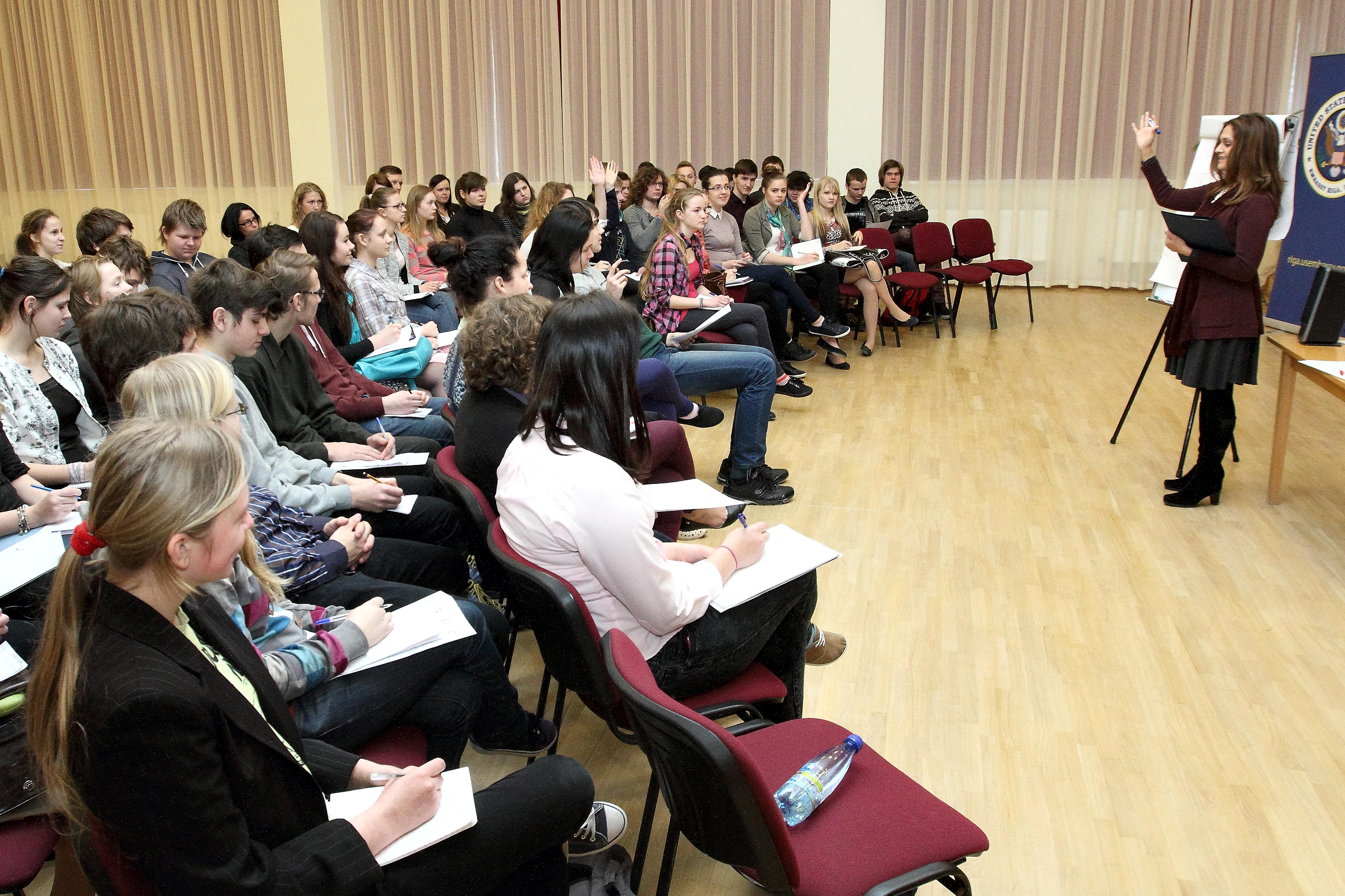 Karjeras seminārs Ķeguma komercnovirziena vidusskolā.